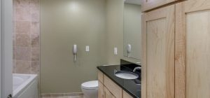 04-Bathroom2